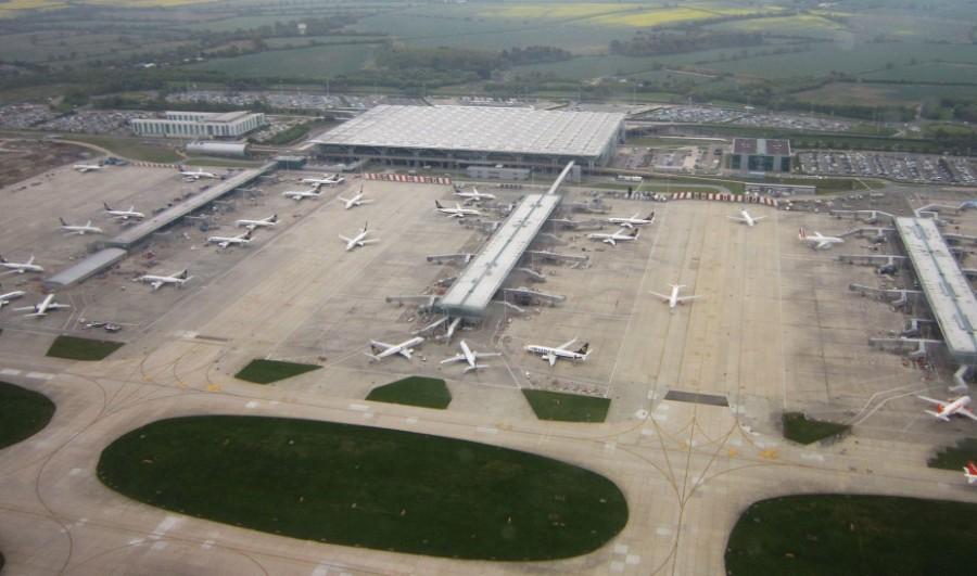 Λονδίνο: Επείγουσα ανακοίνωση από πρεσβεία για τους εγκλωβισμένους σε αεροδρόμιο