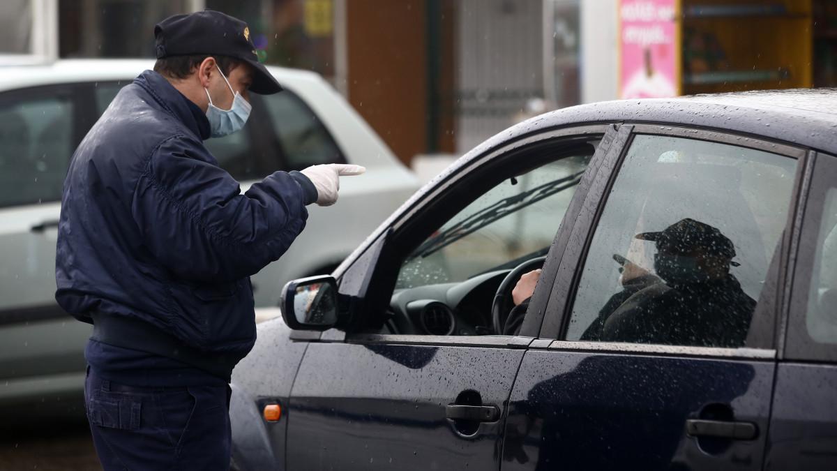 Τι και αν ήταν αργία: 1155 παραβάσεις άσκοπης κυκλοφορίας την 25η Μαρτίου