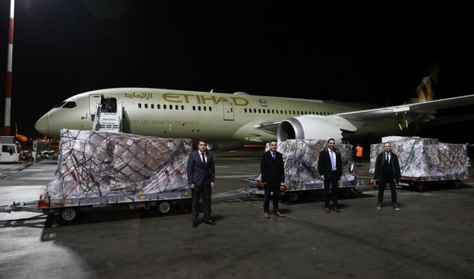 Στην Αθήνα υγειονομικό υλικό 11 τόνων από τα Ηνωμένα Αραβικά Εμιράτα