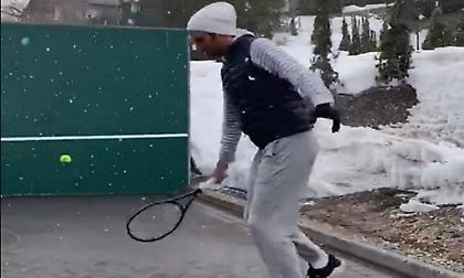 Φέντερερ: Προπονείται παίζοντας τένις στο χιόνι! (video)