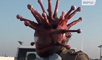 Ποιος Χρυσοχοΐδης; Αστυνομικοί στην Ινδία φόρεσαν κράνη σε σχήμα... κορωνοϊού (video)