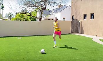 Επικές μιμήσεις: Έτσι θα έπαιζαν ποδόσφαιρο οι σταρ του ΝΒΑ... (video)