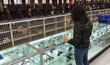 ΗΠΑ - Ψώνια στον καιρό του κορωνοϊού: Τυρί, ρύζι, γάλα... ουίσκι και όπλα!