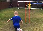 Πιτσιρικάς αναπαριστά μερικά από τα κορυφαία γκολ όλων των εποχών (video)
