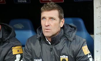Τρεις σερί σεζόν παίρνει την  Super League, η ομάδα που δεν άλλαξε προπονητή
