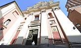 Πολωνία-Κορωνοϊός: Ιερέας εξομολογεί τους πιστούς στο πάρκινγκ της εκκλησίας