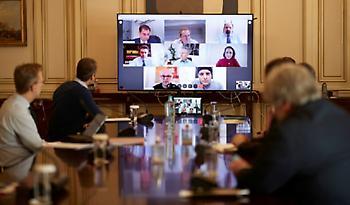Tηλεδιάσκεψη του Κυριάκου Μητσοτάκη για την επανεκκίνηση του τουρισμού μετά τον COVID-19