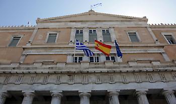 Η ισπανική σημαία κυματίζει στην ελληνική Βουλή