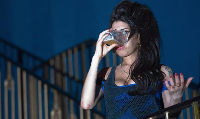 Η βότκα σκότωσε την Amy Winehouse!