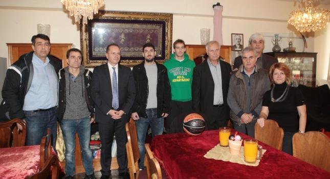 Μοίρασε αγάπη το ελληνικό μπάσκετ