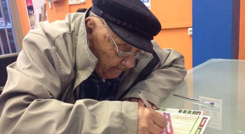 Ένας 86χρονος πάει συχνότερα ταμείο από σένα. Πας… στοίχημα;