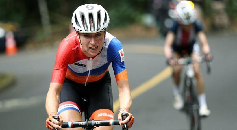 Στην εντατική Ολλανδή ποδηλάτισσα μετά από σοβαρό ατύχημα (video)
