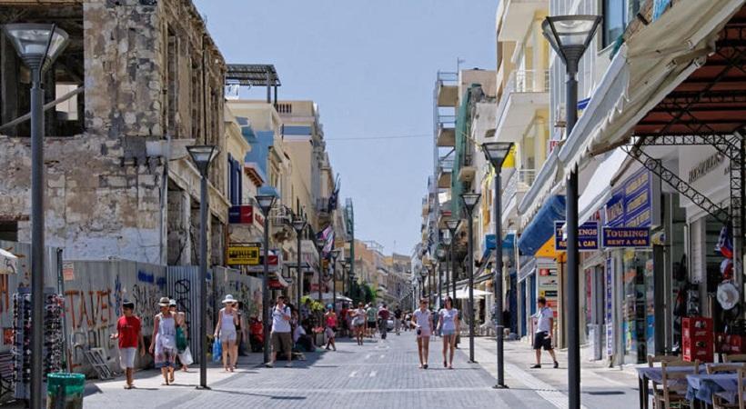 «Βγάλε τα παντελόνια σου, δεν χτυπάμε γυναίκες στην Κρήτη»