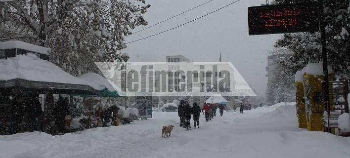 «Βόμβα» χιονιού έπεσε από τη Λάρισα ως την Ξάνθη -Μισό μέτρο χιόνι στα Ιωάννινα (pics)