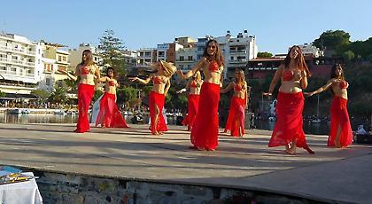 Ο Άγιος Νικόλαος… χορεύει στους ρυθμούς του Cliff Diving (video)