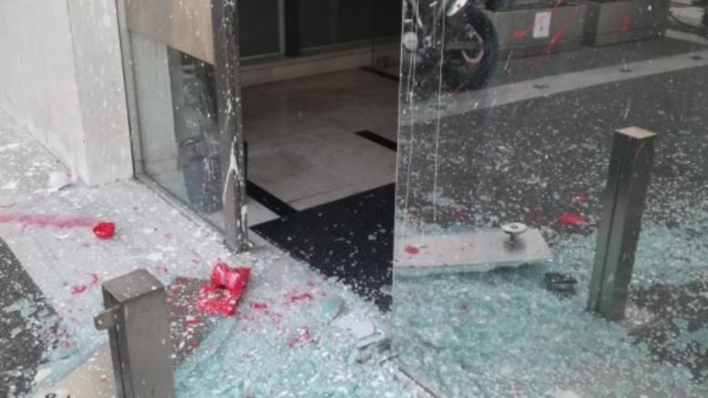 Επίθεση με πέτρες στα γραφεία του «Έθνους» και της 24media
