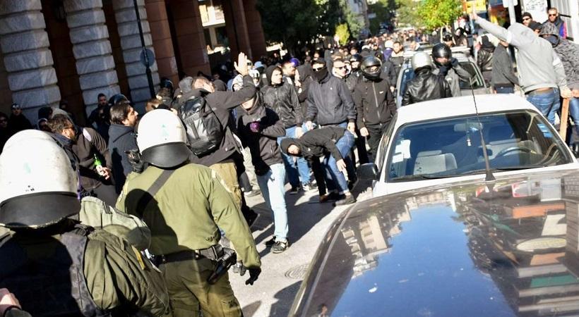 Χαμός στο κέντρο της Αθήνας: Οπαδοί του ΠΑΟΚ έπαιξαν άγριο ξύλο με Πακιστανούς (video)