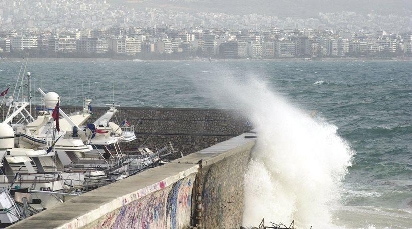 Προβλήματα στα λιμάνια από τα μποφόρ: Ποια δρομολόγια δεν εκτελούνται