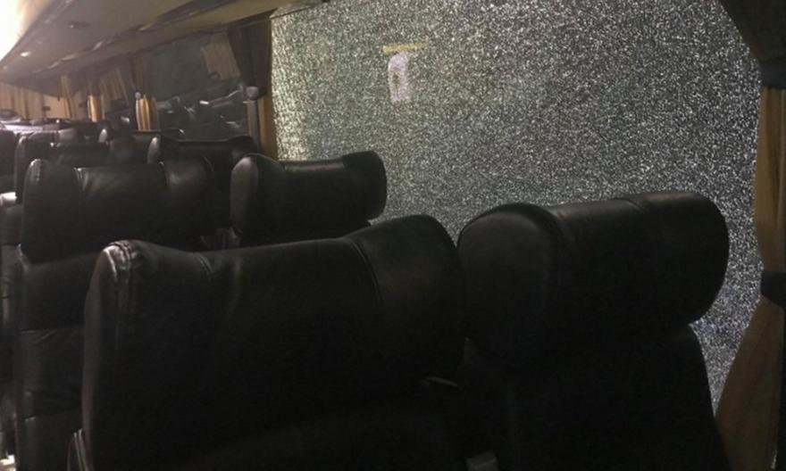 Επίθεση σε πούλμαν με οπαδούς της ΑΕΚ στο Κίεβο!