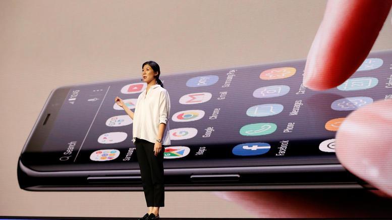 Τα κινητά αλλάζουν όψη και μέγεθος και θα έχουν διπλή οθόνη
