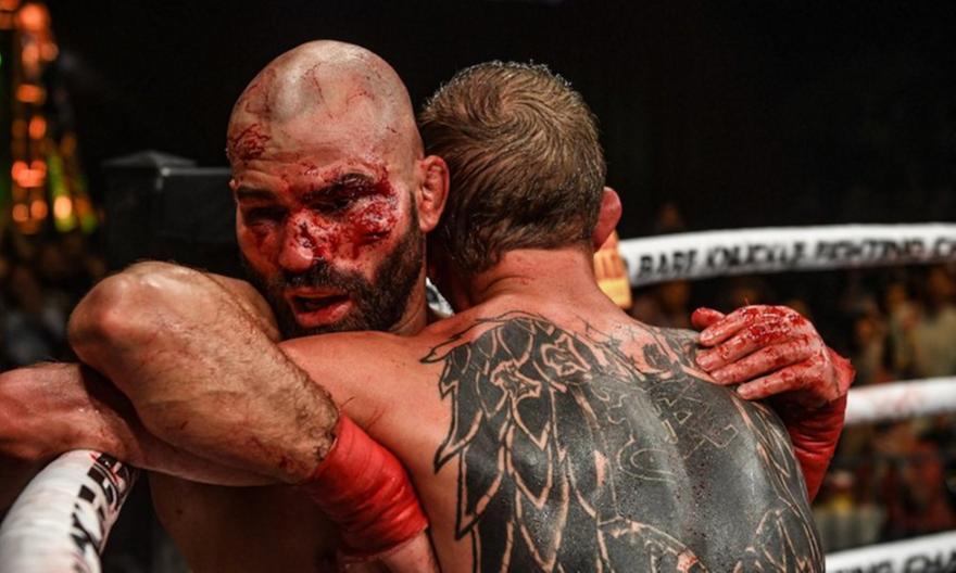 Bear Knuckle Fight: Ο Λόμποφ νίκησε τον Νάιτ μετά από μια αιματηρή (video)