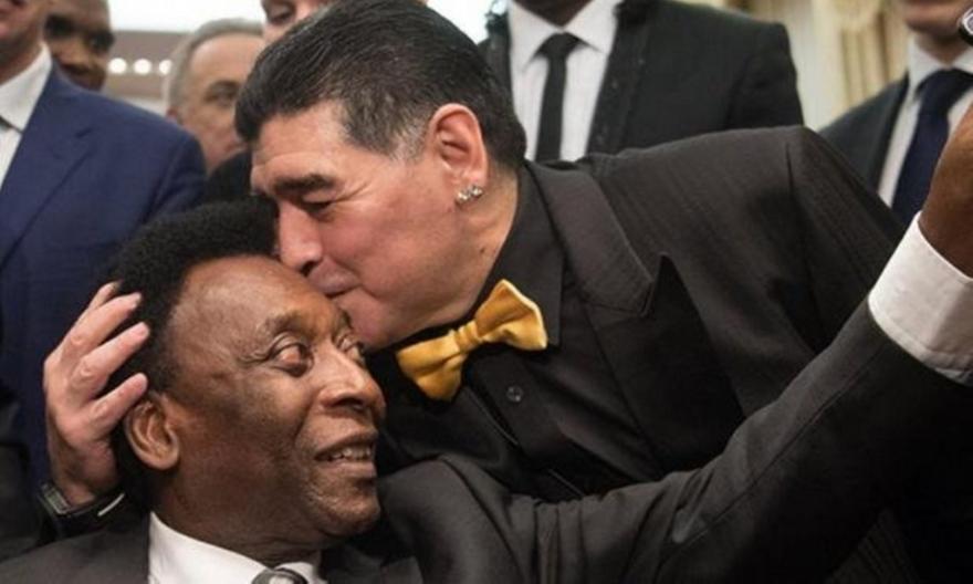 Συγκινητικός Μαραντόνα: «Βασιλιά Πελέ, σου εύχομαι ταχεία ανάρρωση…»