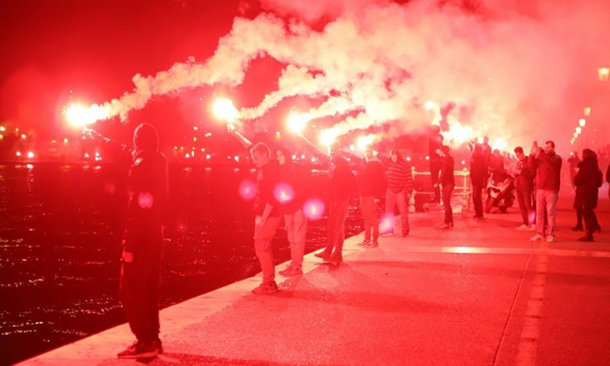 Ξενύχτησε η Θεσσαλονίκη: Οι φίλοι του ΠΑΟΚ έστησαν γιορτή για το πρωτάθλημα (vids/pics)