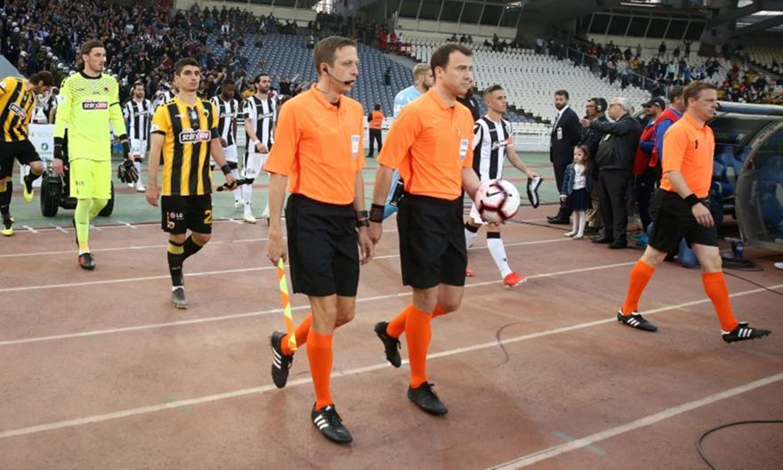Απίστευτο παρασκήνιο του τελικού Κυπέλλου: «Άλλαξαν ρόλους οι τρεις διαιτητές του αγώνα»