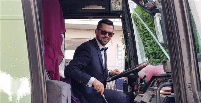 Λαμία: Ο γαμπρός πήγε στην εκκλησία με 14 λεωφορεία (VIDEO)