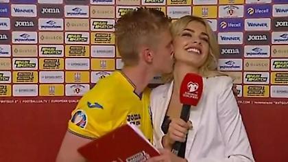 Ο Ζιντσένκο φίλησε όμορφη ρεπόρτερ στο λαιμό on camera (video)