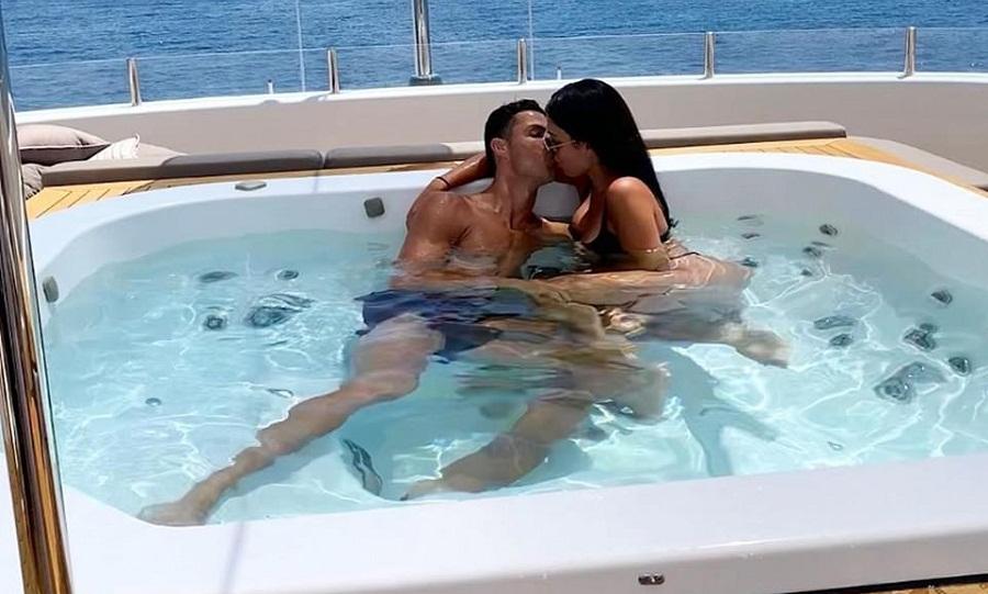 Η Τζορτζίνα... «φωτιά» και τα φιλιά με τον Κριστιάνο (pics)