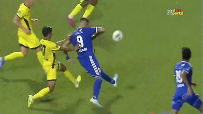 Απίθανο γκολ από Νεγρέδο στα Εμιράτα (video)