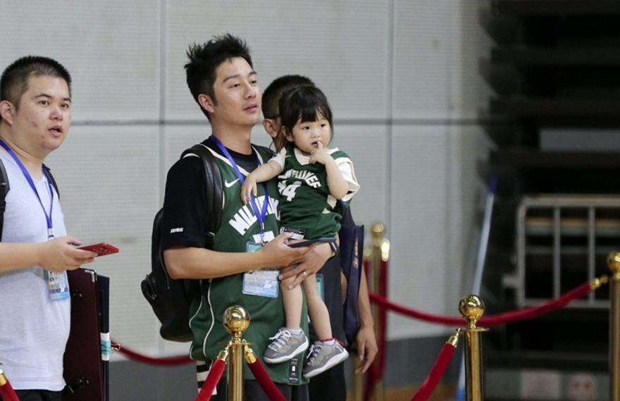 Τρέλα για Γιάννη στην Κίνα (pic)