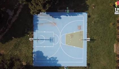 Το πιο περίεργο γήπεδο μπάσκετ βρίσκεται κάπου στα Μεσόγεια Αττικής