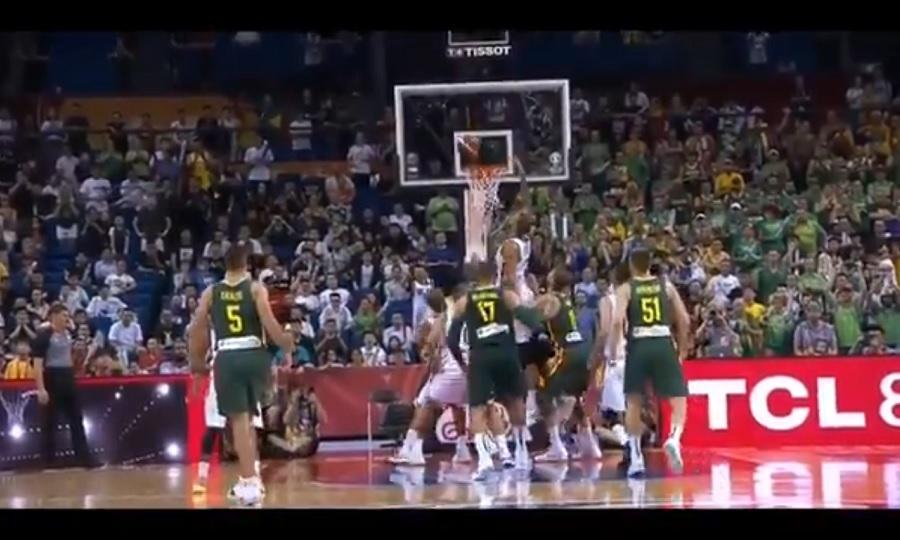 Παραδέχτηκε το λάθος και τιμώρησε τους διαιτητές του Γαλλία-Λιθουανία η FIBA