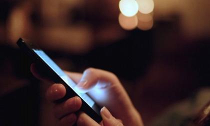 Απίθανο πόσο κοστίζει το ρεύμα που καίτε για να φορτίσετε το κινητό σας όλη τη χρονιά