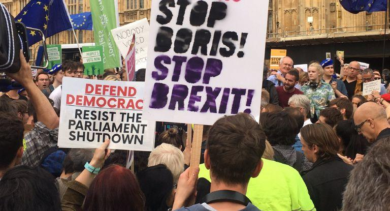Brexit: Απορρίπτεται από όλους η συμφωνία Λονδίνου – Βρυξελλών