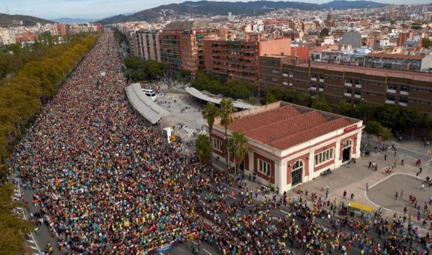 Βαρκελώνη: Χιλιάδες διαδηλώνουν κατά της καταδίκης των αυτονομιστών ηγετών