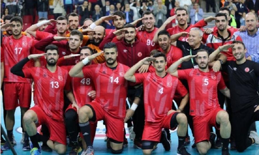 Εκτός Ολυμπιακού ο Αλί Τινκίρ έπειτα από τον στρατιωτικό χαιρετισμό του με την Εθνική Τουρκίας!