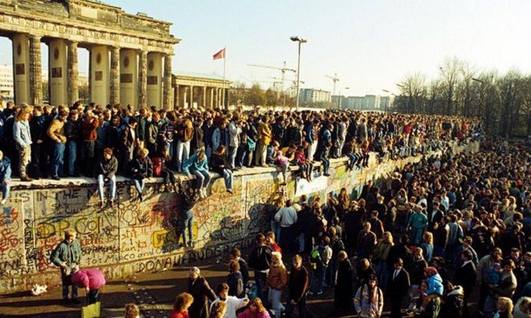Τείχος του Βερολίνου: 30 χρόνια από την πτώση – Όταν άνοιξε η μπάρα (pics-video)
