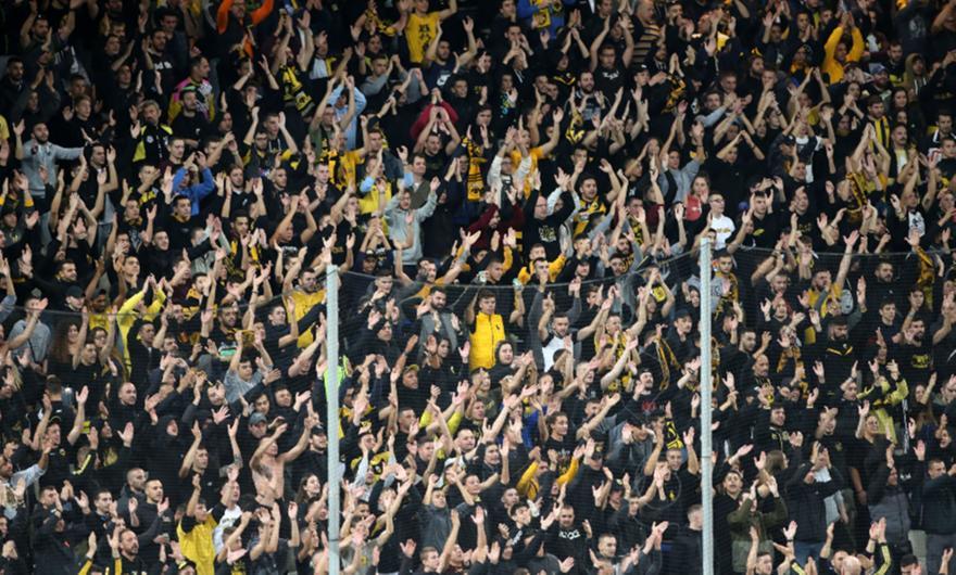 Άγρια «γκάζια» οπαδών της ΑΕΚ στους παίκτες!