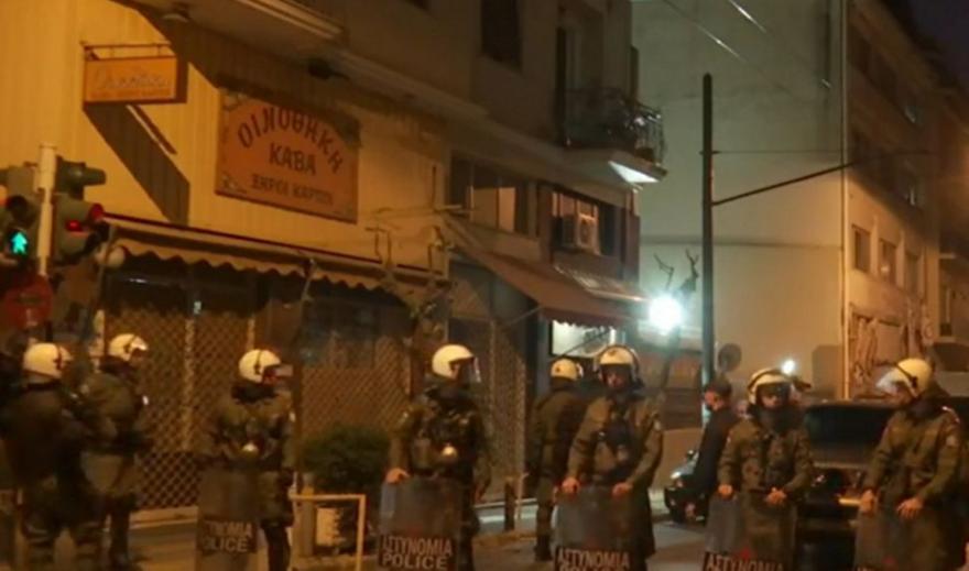 Εξάρχεια: Σε εξέλιξη αστυνομική επιχείρηση για εκκένωση κτηρίου υπό κατάληψη
