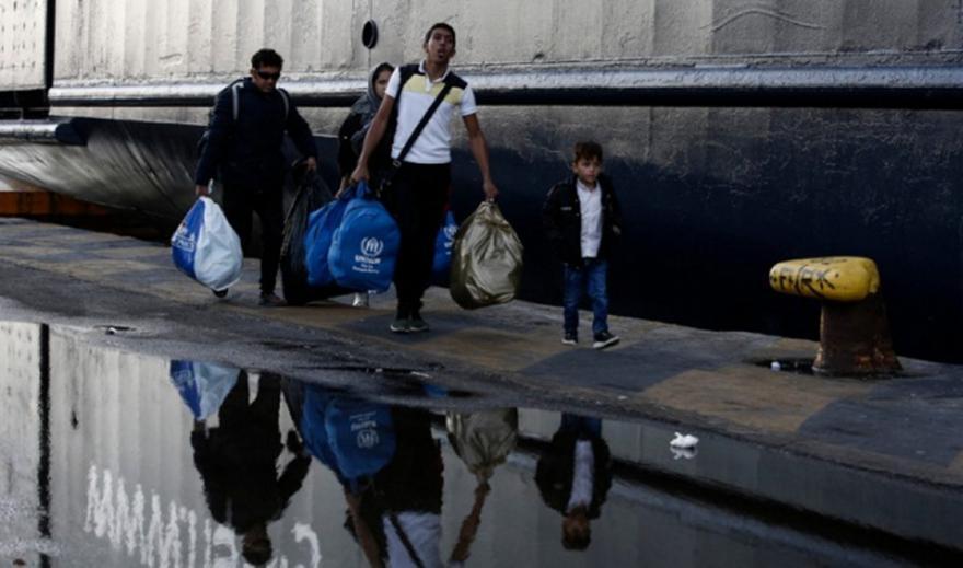 Στο λιμάνι του Πειραιά 367 μετανάστες και πρόσφυγες από τη Μυτιλήνη
