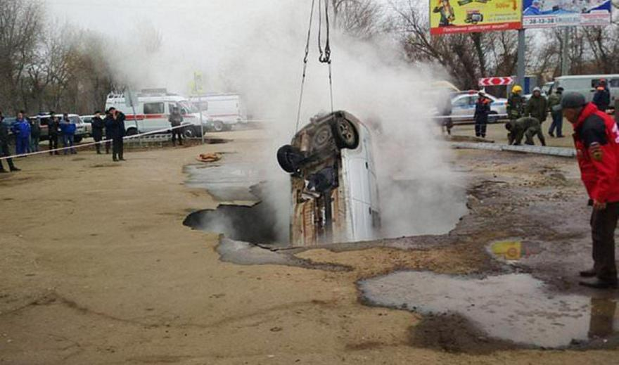 Ρωσία: Άνοιξε η γη και τους κατάπιε - Έβρασαν ζωντανοί σε αγωγό καυτού νερού