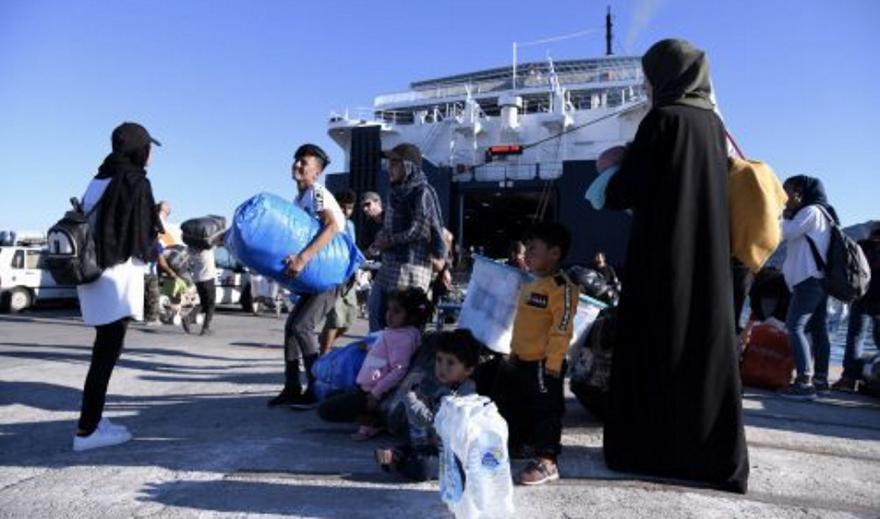 Στο λιμάνι του Πειραιά 33 μετανάστες και πρόσφυγες από Μυτιλήνη και Χίο