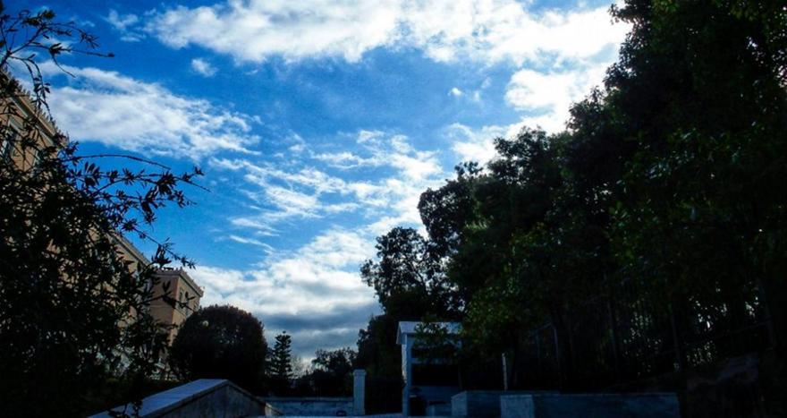 Βελτιωμένος ο καιρός σε αρκετές περιοχές, την Παρασκευή τοπικές βροχές