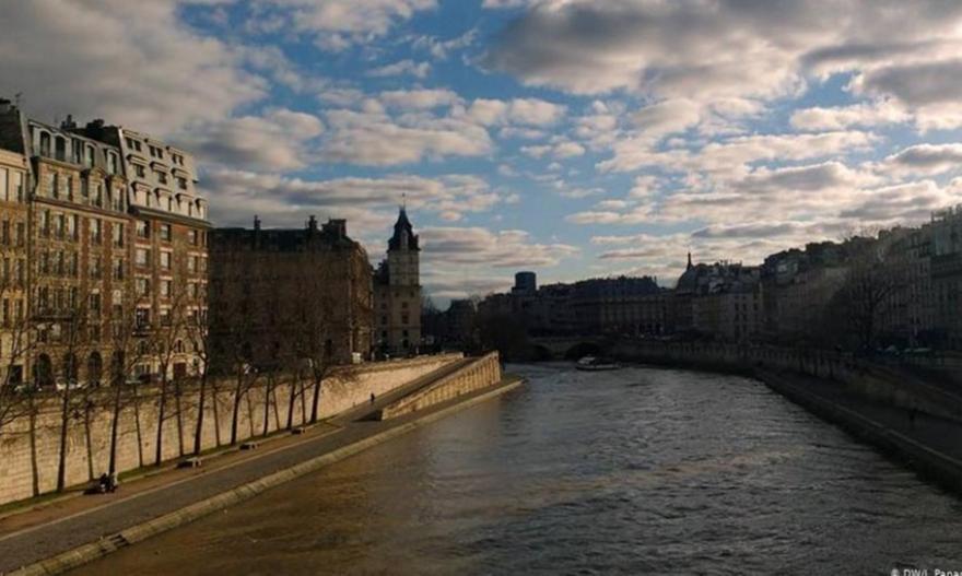 Παρίσι: Μαζικές απεργίες, μαγικές διακοπές