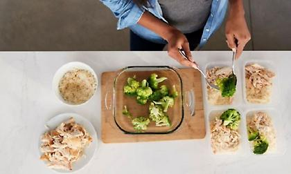 Πόση ώρα μπορεί να μείνει το μαγειρεμένο φαγητό εκτός ψυγείου;