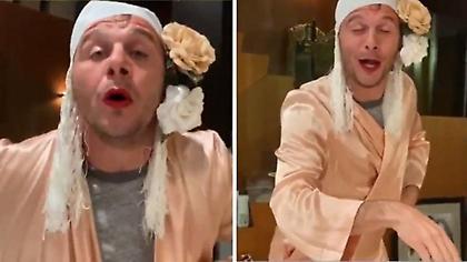 «Λάλησε» στην καραντίνα ο Χοακίν: Ντύθηκε γυναίκα και τραγουδά Gypsy Kings (video)