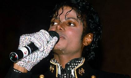 Πωλήθηκε για πάνω από 95.000 ευρώ το λευκό γάντι του Μάικλ Τζάκσον